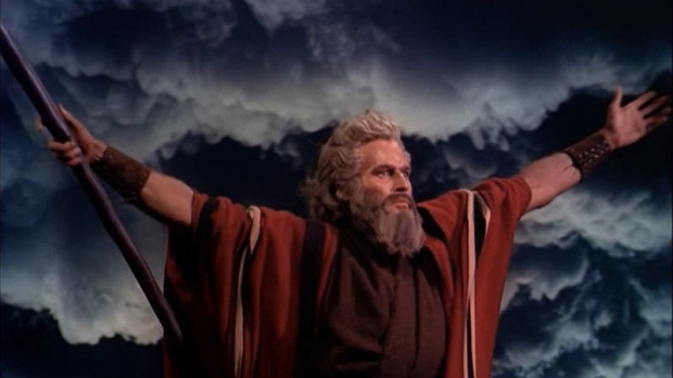 800px-charlton_heston_in_the_ten_commandments_film_trailer